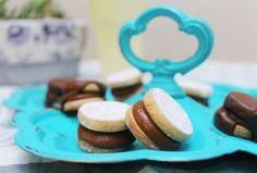 Alfajorcitos bañados Cata, Tea Time, Place Card Holders, Cookies, Desserts, Recipes, Instagram, Food, Gluten