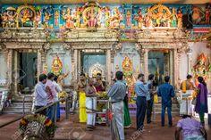 41106948-People-praying-inside-Sri-Veeramakaliamman-Temple-in-Little-India-one-of-the-oldest-temple-of-Singap-Stock-Photo.jpg (1300×868)
