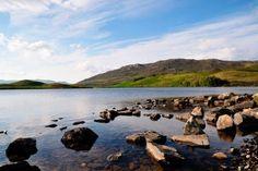 Découvrir les lochs écossais avec Alainn Tours...   #alainntours #scotland #loch #ecosse #lake #lac #Nature   © Jm Louis Tours, Nature, River, Netflix, Films, Outdoor, Scotland Trip, Places, Movies