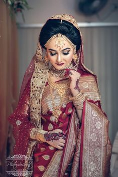 Stylish bride ever The Effective Pictures We Offer You About Bridal Outfit pakistani A quality picture can tell you many things. You can find the most beautiful pictures that can be presented to you a Red Saree Wedding, Bengali Wedding, Bengali Bride, Bengali Saree, Wedding Wear, Wedding Bride, Pakistani, Indian Bridal Outfits, Indian Bridal Fashion