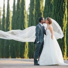 Get swept away with this romantic San Diego country club wedding. Purple florals and a dress with pockets! Photo: Zelo Photography