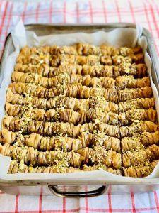 Prăjitură cu brânză, mousse de ciocolată neagră și zmeură – Chef Nicolaie Tomescu Chef, Almond, Brunch, Breakfast, Bacon, Food, Mascarpone, Morning Coffee, Essen