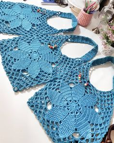 Best 9 How to Crochet a Solid Granny Square – SkillOfKing. Filet Crochet, Crochet Bowl, Crochet Quilt, Love Crochet, Vintage Crochet, Crochet Flowers, Knit Crochet, Crochet Clutch, Crochet Handbags
