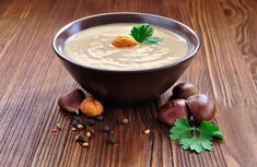 Looking for delicious, last-minute dinner ideas? Try this creamy chestnut soup. You'll have a super flavorful soup from scratch in under an hour! Meat Recipes, Cooking Recipes, Avgolemono Soup, Chestnut Recipes, Using A Pressure Cooker, Detox Soup, Hot Soup, Cooking Wine, Cheese Soup