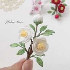 Crochet Brooch, Crochet Designs, Yarn Crafts, Crochet Flowers, Flora, Bouquet, Place Card Holders, Knitting, Pattern