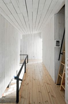 salvaged wood floor; wood wall w/o baseboard Puccio House / WMR Arquitectos
