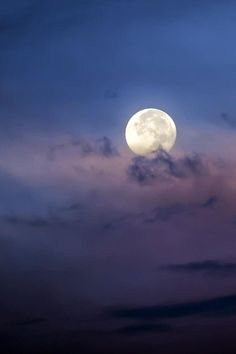 Superb Nature - Dreamy Moon by Kelly Headrick Night Sky Moon, Good Night Moon, Night Skies, Moon Photos, Moon Pictures, Moon Images, Beautiful Moon, Beautiful Places, Espanto