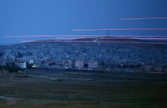 Tracer rounds cross the sky over the Syrian town of Kobani, as seen from the Mursitpinar crossing on the Turkish-Syrian border in the southeastern town of Suruc in Sanliurfa province October 22, 2014. REUTERS-Kai Pfaffenbach