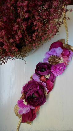 Cinturón de flores Miss Daisy invitada perfecta boda bautizo comunión graduacion Flower Belt, Flower Crown, Silk Flowers, Fabric Flowers, Hobbies And Crafts, Arts And Crafts, Sash Belts, Shabby, Ribbon Embroidery