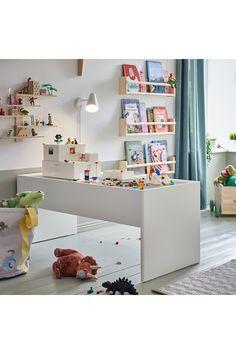 BYGGLEK LEGO®-kasse med låg, 35x26x12 cm. Vi mener, at leg har en positiv indvirkning på både hjemmet og hele verden. Derfor har vi udviklet BYGGLEK – bokse og klodser, der gør det nemt at lege – hver dag. Office Desk, Nursery Decor, Lego, Bedroom, Childrens Rooms, Kids Rooms, Furniture, Home Decor, Child Room