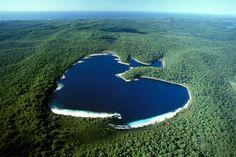 Lake McKenzie (Boorangoora), Queensland, Australia.