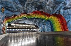 Intervenções artísticas em 90 estações do metrô de Estocolmo, Suécia