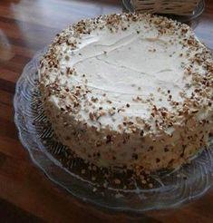 Mehevä porkkanakakku on viikonlopun ykkösleivonnainen. Baking Recipes, Cake Recipes, Bakewell Tart, Sweet Bakery, Just Eat It, Sweet And Salty, Mellow Yellow, Desert Recipes, Let Them Eat Cake