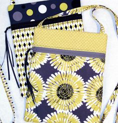 Easiest way to install a zipper. Great for purse, small pouch, and bag sewing patterns. Skip sewing near the zipper pull for best results. Bag Patterns To Sew, Sewing Patterns Free, Free Sewing, Pattern Sewing, Fabric Patterns, Sewing Hacks, Sewing Tutorials, Sewing Crafts, Sewing Tips
