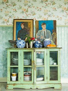 What I love: the paint! (oil portraits, wainscoting, china hutch, and the colors! HOME & GARDEN: My heart strokes of the Week # 104