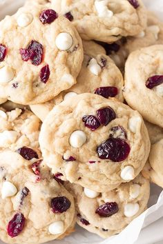 White Chocolate Chip Cranberry Cookies- move over regular chocolate chip there's a new cookie in town! These are loaded with white chocolate chips that pair nicely with the sweet/tart cranberries! White Chocolate Cranberry Cookies, White Chocolate Chips, Macarons, Fudge, Thanksgiving Cookies, Christmas Cookies, Fall Cookies, Hosting Thanksgiving, Drop Cookies