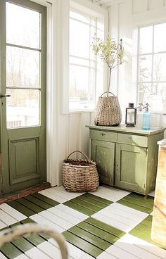 Wonderful mud room. What a way to be greeted when you get home. Green is my absolute favorite. I adore that green and white checkered floor, the green door and that cute little green sideboard. Lovely, lovely, lovely