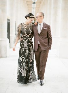 An indonesian-inspired engagement session in Paris