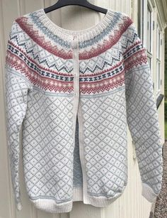 Elin Johansen, røverkofte Fair Isle Knitting Patterns, Fair Isle Pattern, Knitting Designs, Knitting Stitches, Knit Patterns, Clothing Patterns, Baby Knitting, Norwegian Knitting, Knit Fashion