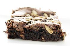 Brownie with vanilla- and salt roasted seeds Read more: http://www.cavegirl.se/brownie-med-vanilj-och-saltrostade-fron/