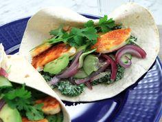 Halloumi BBQ wrap med grönkålsslaw | Recept från Köket.se