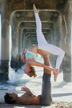 Across Yoga Position. You are in the right place about yoga principiantes Here we offer you the most beautiful pictures Yoga Positionen, Ashtanga Yoga, Yoga Meditation, Kundalini Yoga, Yin Yoga, Couple Yoga, Couples Yoga Poses, Partner Yoga Poses, Yoga Pictures