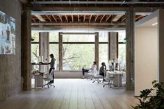 VSCO is known for its minimal app and world-class photo filters and presets. So it's fitting that the VSCO Office is similarly stripped down and. Vsco Film, Loft Studio, Corporate Interiors, Architectural Photographers, Cool Office, Office Ideas, Workspace Design, Industrial Chic, Commercial Interiors