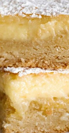 Paula Deen's Ooey Gooey Butter Bars - Recipes World Ooey Gooey Butter Bars, Ooey Gooey Cake, Gooey Butter Cookies, Easy Desserts, Delicious Desserts, Yummy Treats, Sweet Treats, Paula Deen Butter Cake, Cake Recipes