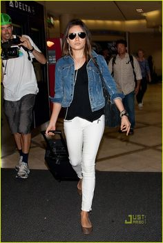 ce1afb2d2463 Mila Kunis   Friends with Benefits  is Like An Aphrodisiac!  Photo Mila  Kunis touches down at LAX airport on Friday (September in Los Angeles.