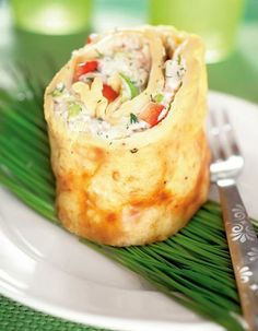 Omelette roll with shrimps, chili sauce and cream cheese.