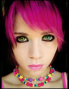 I like the pink and her eyes. I've always wished I was born with green eyes… - All For Hair Color Trending Emo Girls, Cute Girls, Dark Pink Hair, Purple Hair, Emo Makeup, Wild Hair, Dream Hair, Crazy Hair, Hair Today