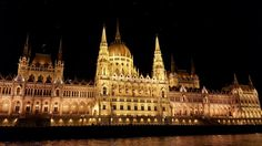 Budapest by night Eastern Europe, Wonders Of The World, Big Ben, Places Ive Been, Travel Inspiration, Cool Photos, Travel Photography, To Go, Building