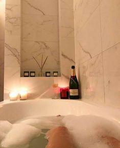 Paradis Sombre, Decoration Design, House Goals, Bathroom Interior Design, Future House, Bathtub, Room Decor, House Design, Aesthetics