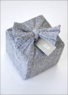DIY  re-purpose-gift-wrapping-idea