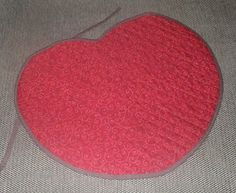 Mantel individual de navidad, forma corazón de dos caras. Para ver la otra cara del corazón mira mi blog http://cosesquesefer.blogspot.com.es/2013/01/mystery-solved.html