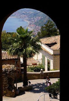 Taormina, Via Teatro Greco, Blick nach Giardini-Naxos (view of Giardini-Naxos) | Flickr - Fotosharing!