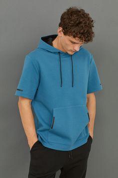 H&M – Fashion and quality at the best price Estilo Street, Mens Sweatshirts, Hoodies, New T Shirt Design, H&m Fashion, Short Sleeve Hoodie, Hoodie Outfit, Sports Shirts, Shirt Style