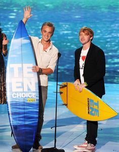 Tom Felton Photos Photos - Actors Tom Felton (L) and Rupert Grint accept the Harry Potter awards onstage during the 2011 Teen Choice Awards held at the Gibson Amphitheatre on August 7, 2011 in Universal City, California. - 2011 Teen Choice Awards - Show