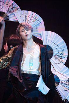 BTS Jimin burning the stage lmao Bts Jimin, Jimin Hot, Bts Taehyung, Bts Bangtan Boy, Park Ji Min, Namjoon, Seokjin, Foto Bts, Jikook