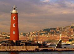 Faro en Nápoles, Italia