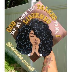 Custom Graduation Caps, Graduation Cap Toppers, Graduation Cap Designs, Graduation Cap Decoration, Graduation Diy, Grad Cap, Graduation Photoshoot, Graduation Picture Poses, College Graduation Pictures