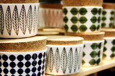 Gustavbergs porslin Swedish Design, Scandinavian Design, Sharpie Mugs, Stig Lindberg, Retro Home, New Builds, Small Things, Retro Design, Kitchen Stuff