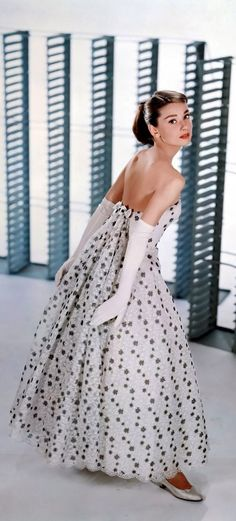 いつまでもずーっと憧れ♡美しく輝くオードリー・ヘプバーンのdress姿*にて紹介している画像
