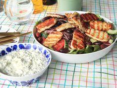 Grillad halloumi med oliv- och tomatsallad | Recept från Köket.se