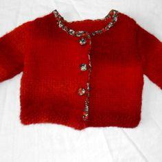 b83c64382585 Gilet bébé 3-6 mois en laine rouge tricoté main décor fraises Gilet Bébé,