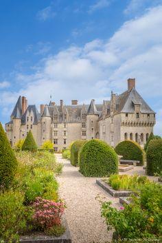 French Castles, Beaux Villages, Classic Architecture, Medieval Castle, Parcs, Old Buildings, France Travel, Abandoned Places, Old Houses