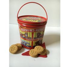 Check out this item in my Etsy shop https://www.etsy.com/listing/489586594/vintage-barnums-animal-crackers-tin