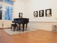 "Marjanne Beeuwkes, expositie ""en face"" in Galerie Bel-Etage, Amsterdam Amsterdam, Piano, Music Instruments, Portraits, Musical Instruments, Head Shots, Pianos, Portrait Photography, Portrait Paintings"