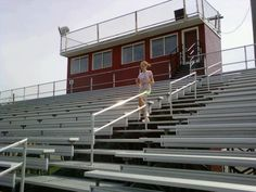 Take Your Workout Outdoors w/ Outdoor Fitness Classes & Experiences: Take your workout to the stadium! Try this bleacher workout routine Outdoor Workouts, Fun Workouts, At Home Workouts, Body Workouts, Bleacher Workout, Stairs Workout, House Workout, Home Exercise Routines, Workout Routines