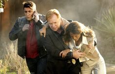 'Count Me Out' A dead census worker sends the team into a high speed car chase and an explosion that threatens the lives of two CSIs on CSI MIAMI. David Caruso, Eric Szmanda, Csi Crime Scene Investigation, Eva Larue, Cast Images, Miami Photos, Hawaii Five O, Case Closed, Tv Guide